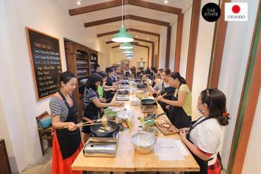 Khung cảnh lớp học món Nhật Kawaii Sushi Bento và TAKOYAKI & CHAWANMUSHI